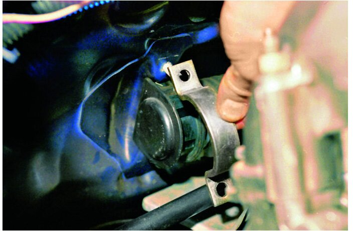 скобы крепления рулевого механизма
