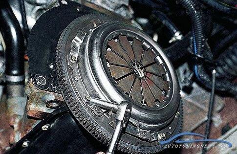 Замена сцепления на автомобиле марки ВАЗ