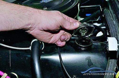Как сменить моторное масло в автомобиле?