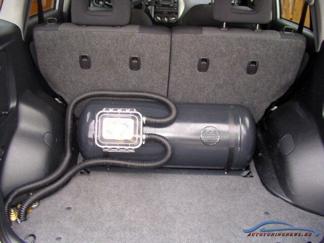 Фотография установленного ГБО на автомобиле
